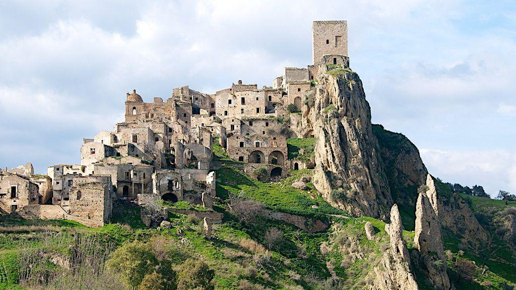 craco-italy-abandoned-village